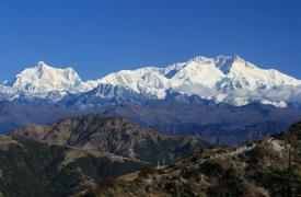 Wir wandern dem mächtigen Kangchendzönga (8.586 m), dem dritthöchsten Berg der Welt, entgegen.