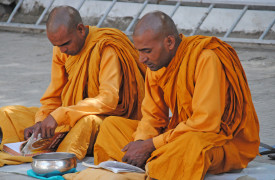 Ladakh-moenche-gebet